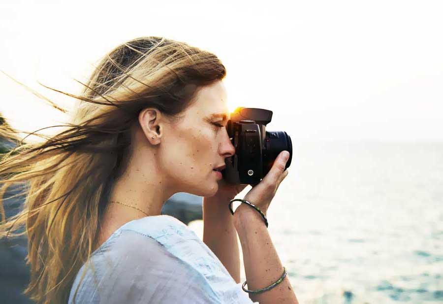 female traveler photograph